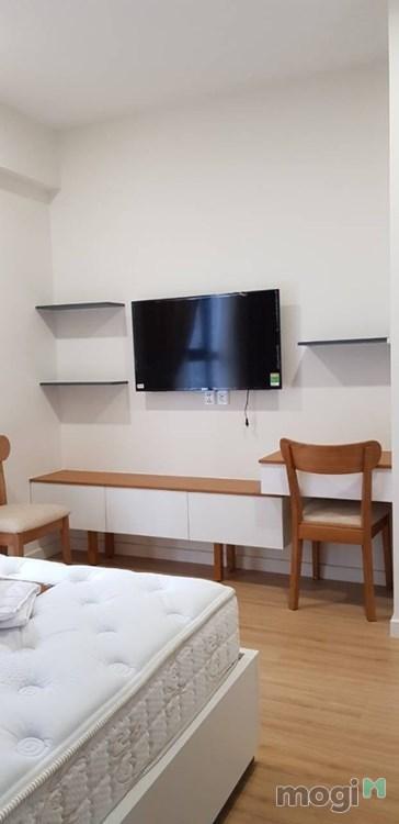 Cho thuê căn hộ cao cấp Millennium_Q4, 3 phòng ngủ, full nội thất.