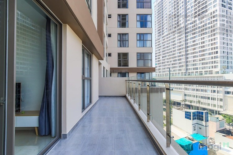 Cần cho thuê căn hộ Millennium quận 4, 2 phòng ngủ, có sân vườn nhỏ, 25tr