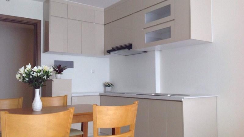 Cần sang nhượng căn hộ Millennium 2 phòng ngủ, 65m2, full nội thất, view hồ bơi, mới 100% lầu trung
